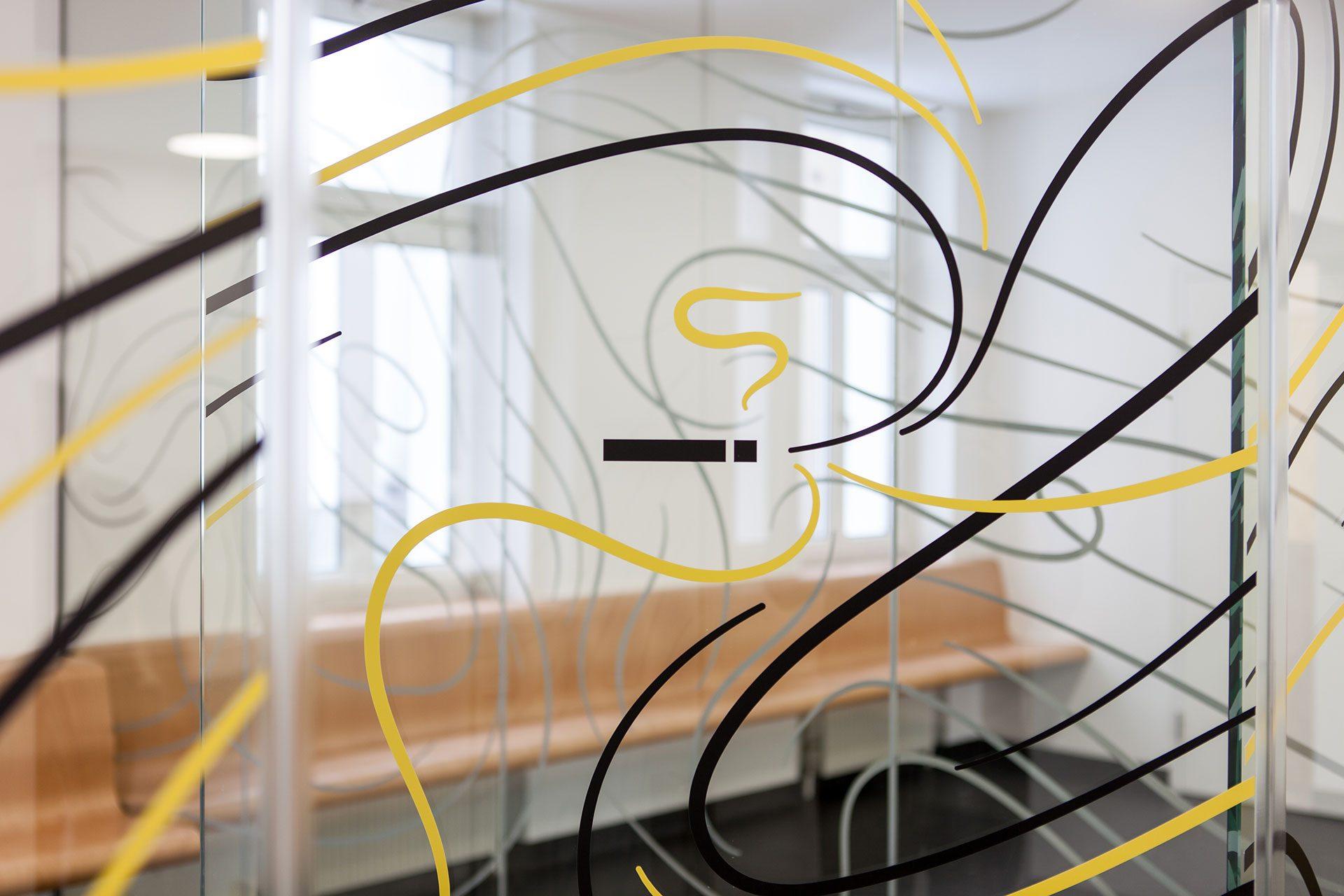 Glasfolierung für den Raucherbereich