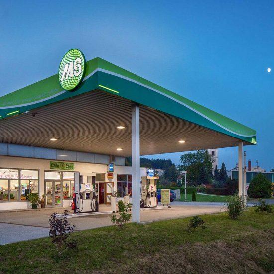 MS Tankstelle Lichtsystem bei Nacht